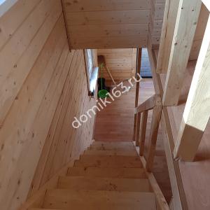 Внутренняя отделка дома в Молгачах. Лестница