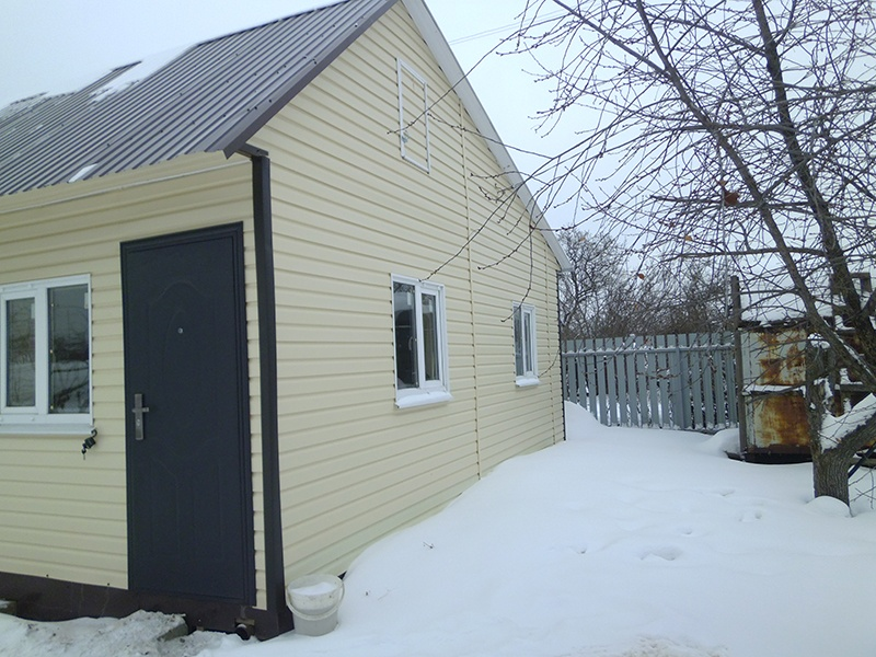 Дом после ремонта: фасад и входная дверь