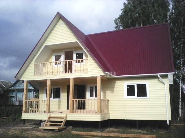 Дом с многоскатной крышей